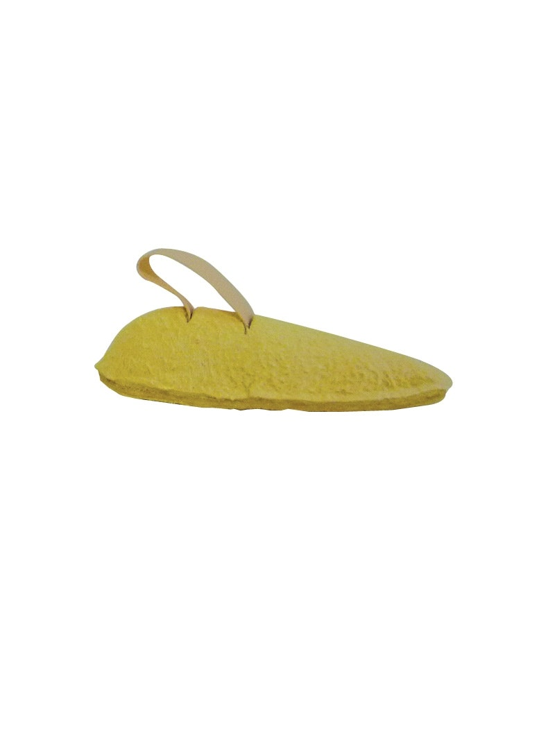 Podopro toe prop providing support for curled toes and ...